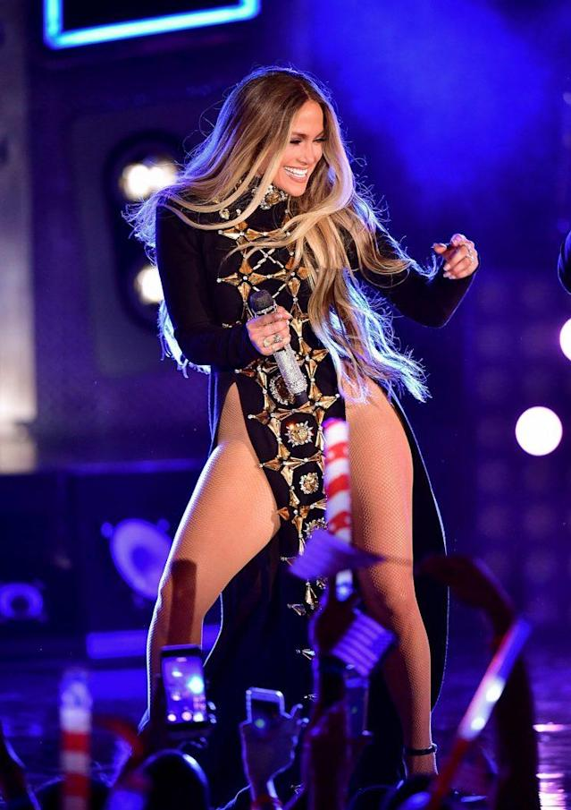 JLo on stage for Macy's 2017 Fourth of July celebration (Photo: Getty Images)