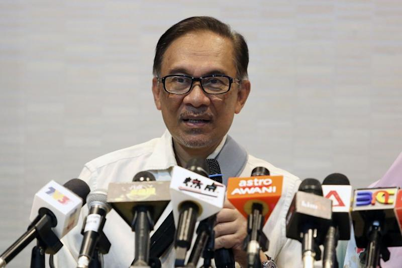 Anwar insisted Malaysia continued to view ties with China as well as countries in the Far East, Europe and the US to be 'priorities'. — Picture by Yusof Mat Isa