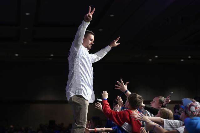 Chicago Cubs' Kyle Schwarber waves to the crowd after being announced during the baseball team's convention, Friday, Jan. 17, 2020, in Chicago. (AP Photo/Paul Beaty)
