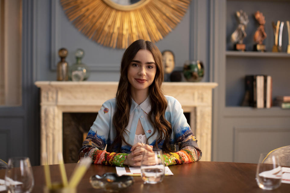 Lily Collins stars in 'Emily in Paris' (Photo: Carole Bethuel/Netflix)