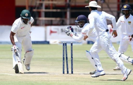 Zimbabwe hold on after early collapse to S. Lanka in Test match