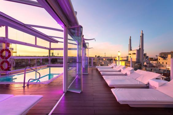 Room Mate Óscar's rooftop pool area is one of the most fashionable summer hang-outs in Madrid (Room Mate Óscar)