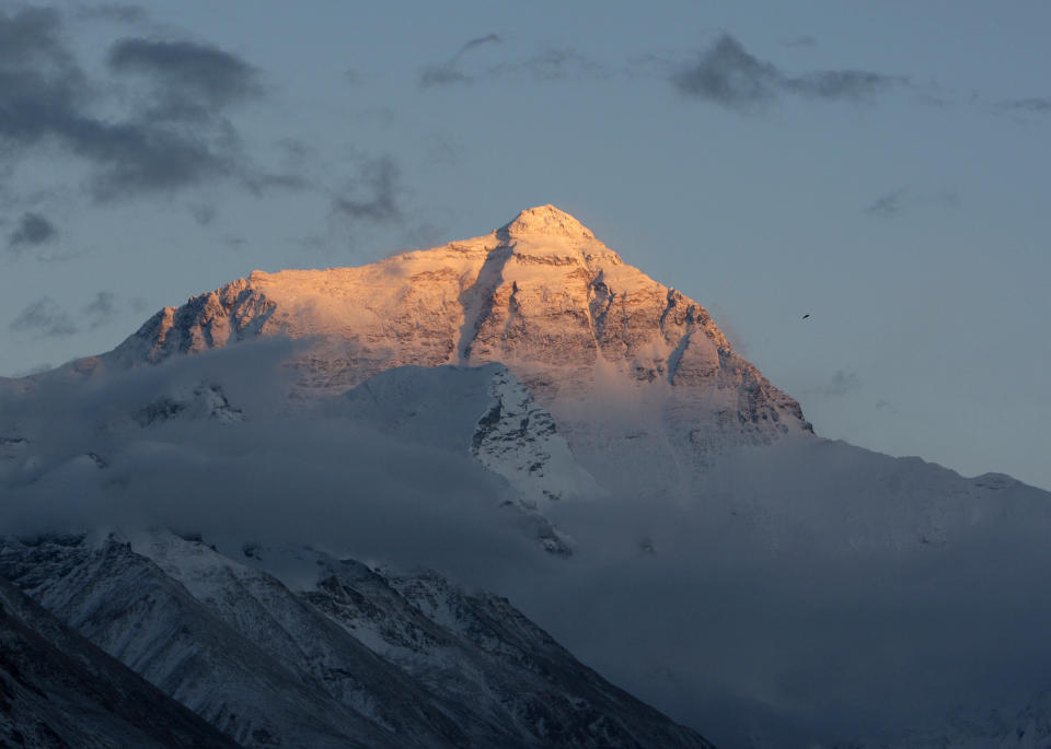 The summit of the world's highest mountain Mount Everest, also known as Qomolangma, can be seen at sunset in the Tibet Autonomous Region May 4, 2008. Heavy snowfall over the past few days has hampered efforts for the Olympic torch's ascent of Mount Everest.             REUTERS/David Gray    (CHINA)