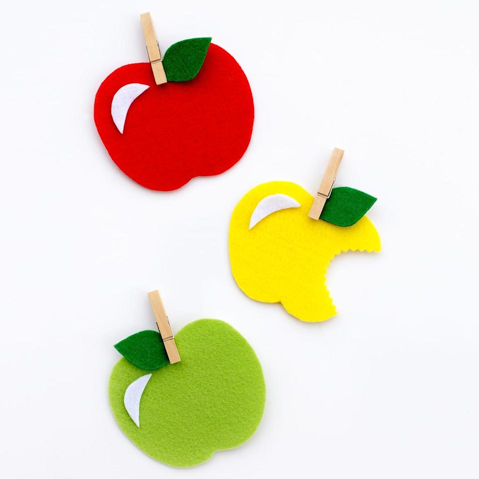 """<p>An apple a day may keep the doctor away, but it can also keep your kids occupied! These felt apples can be used as gift tags or even refrigerator magnets.</p><p><strong>Get the instructions at <a href=""""https://www.firefliesandmudpies.com/felt-apple-craft/"""" target=""""_blank"""">Fireflies + Mudpies</a>.</strong></p><p><strong>What you'll need:</strong> felt ($6 for 44, <a href=""""https://www.amazon.com/flic-flac-inches-Assorted-Fabric-Patchwork/dp/B01GCRXBVE/"""" target=""""_blank"""">amazon.com</a>)</p>"""