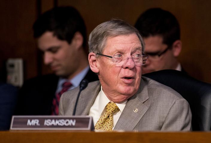 Sen. Johnny Isakson (R-Ga.) is defending his handling of the failed nomination of Jackson to serve as secretary of the Veterans Affairs Department. (Photo: Bill Clark via Getty Images)