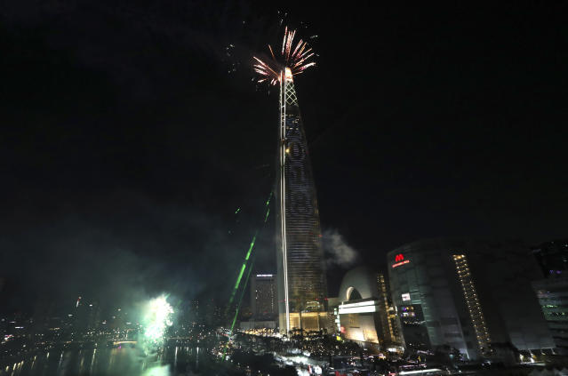 <p>A fireworks display and illumination are set off over the world's fifth tallest building the Lotte World Tower to celebrate the 2018 New Year, in Seoul, South Korea, Monday, Jan. 1, 2018. (Photo: Lee Jin-man/AP) </p>