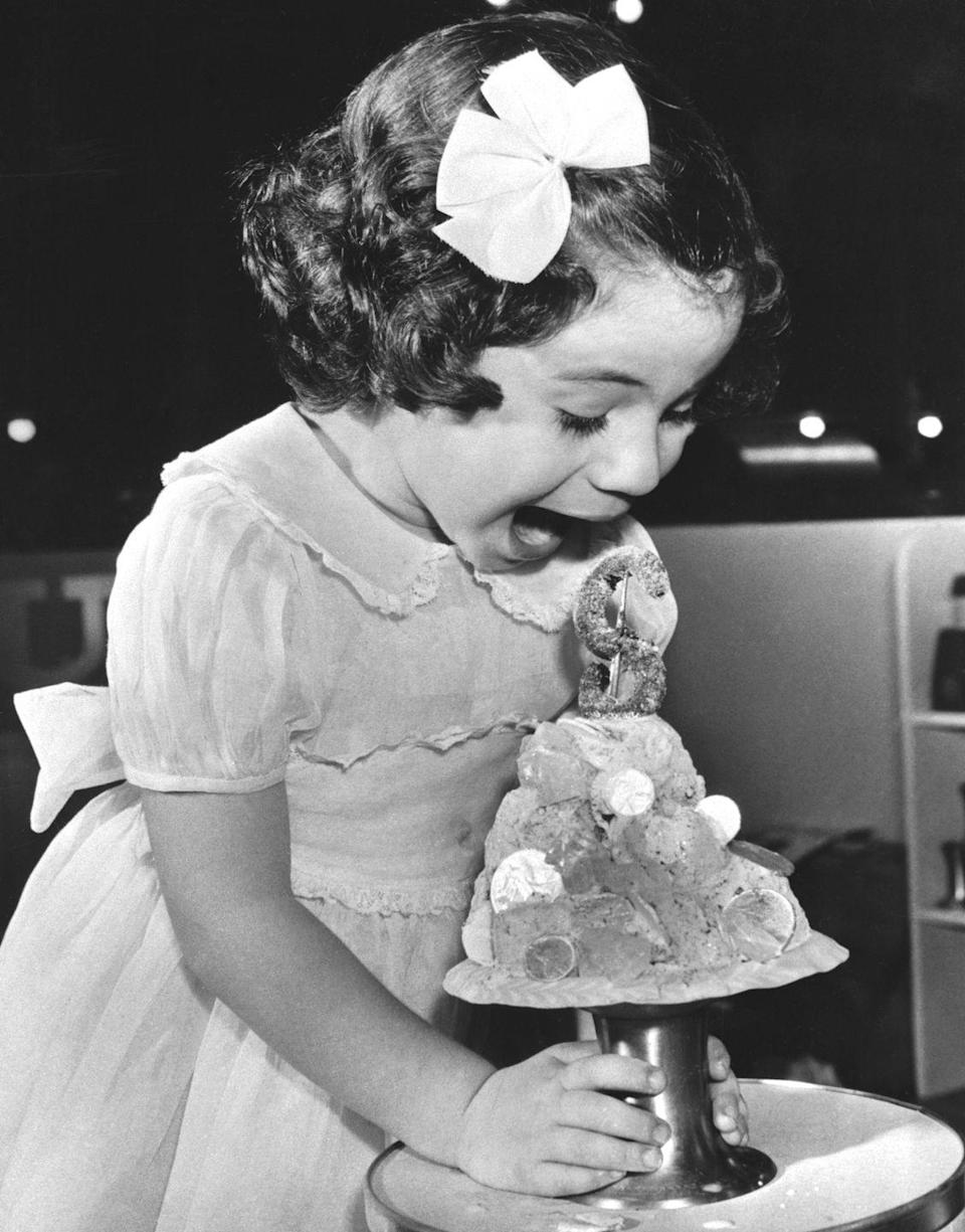 <p>A little girl in Atlantic City screams in amazement at her money-themed ice cream sundae.</p>
