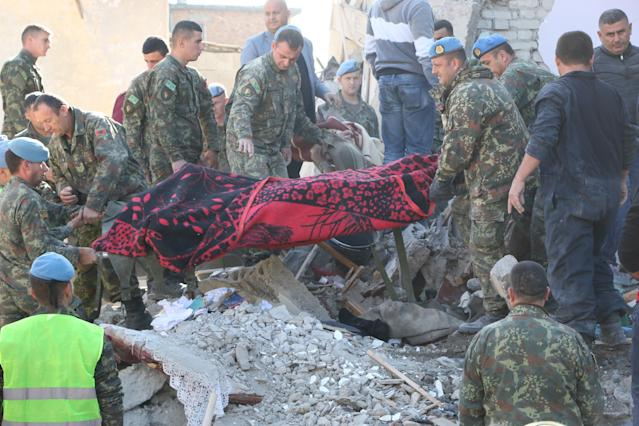 Soldiers carry a body pulled out from debris in Durres. (Photo: Olsi Shehu/Anadolu Agency via Getty Images)