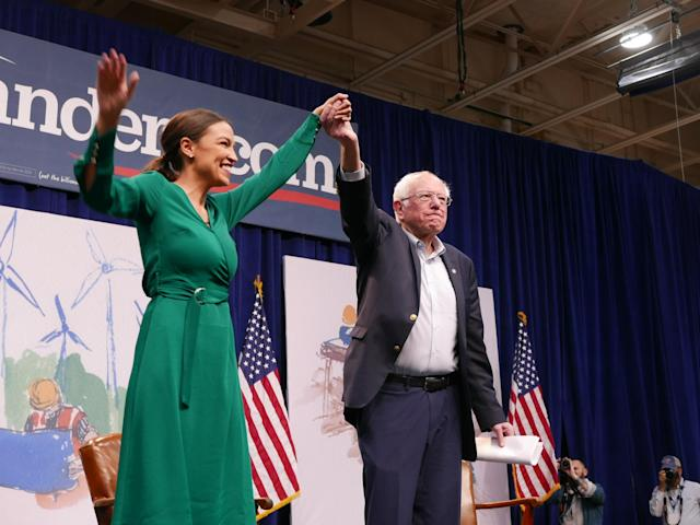 Ocasio-Cortez is joined onstage by Sanders in Des Moines, Iowa. (Photo: Hunter Walker/Yahoo News)