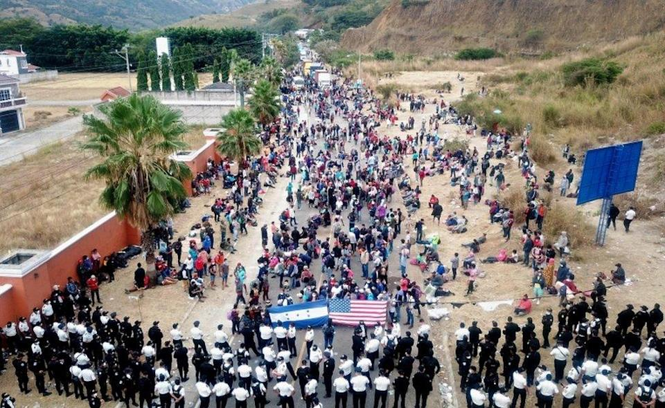 Guatemalan Police dissolves the caravan of thousands of people that blocked the road in Vado Hondo, Chiquimula, Guatemala, 18 January 2021