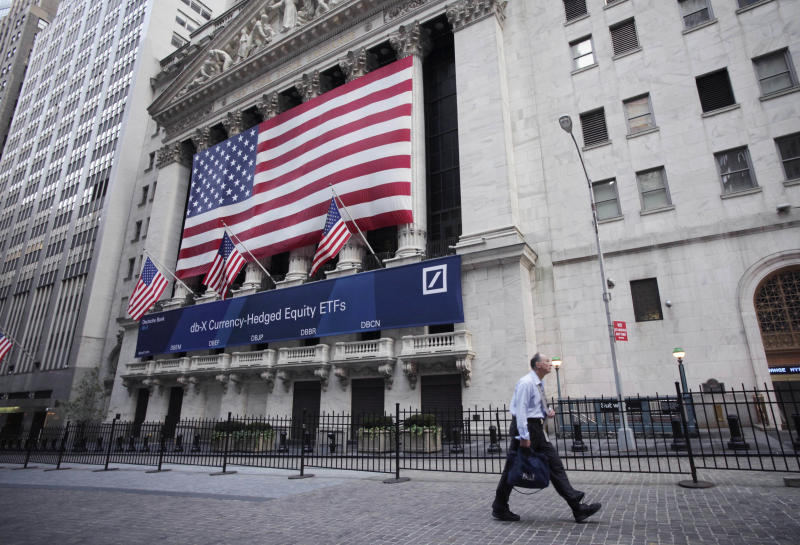 US stock market edges higher in early trading