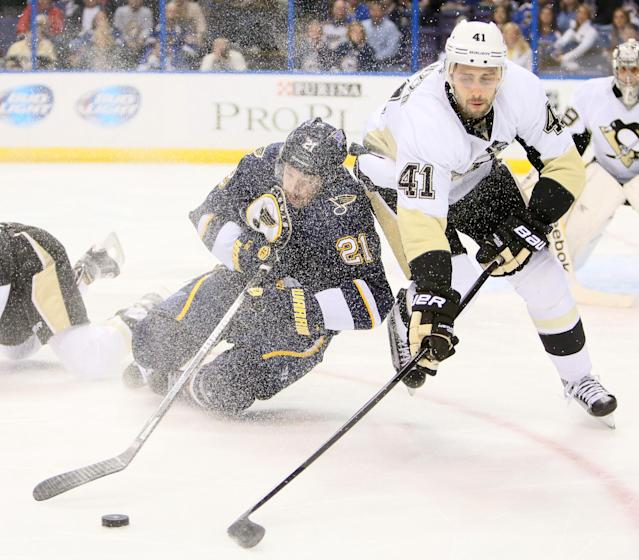 St. Louis Blues center Patrik Berglund, left, competes for the puck against Pittsburgh Penguins defenseman Robert Bortuzzo in first-period NHL hockey game action on Saturday, Nov. 9, 2013, in St. Louis. (AP Photo/St. Louis Post-Dispatch, Chris Lee)
