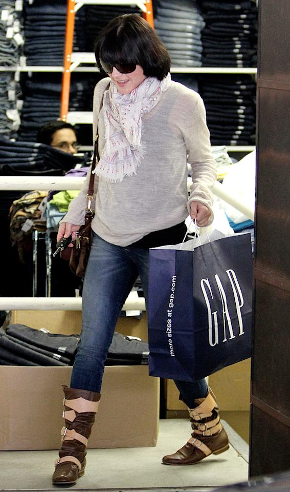 "Selma Blair quickly exits the store with her ""purchases."" <a href=""http://www.infdaily.com"" target=""new"">INFDaily.com</a> - February 24, 2010"