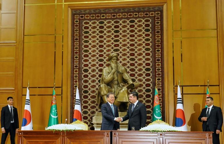 South Korean President Moon Jae-in's tour of Central Asia included a meeting with his Turkmen counterpart Gurbanguly Berdymukhamedov