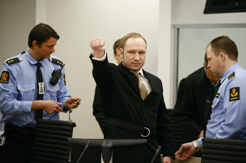 Anders Behring Breivik raises his fist as he arrives to courtroom for the first day of his trial in Oslo, April 16, 2012. The terrorism and murder trial against Norwegian mass killer Anders Behring Breivik, who has confessed to the bomb and shooting attacks that killed 77 people in Norway in July 2011, began in Oslo on Monday. REUTERS/Fabrizio Bensch (NORWAY - Tags: CRIME LAW TPX IMAGES OF THE DAY)