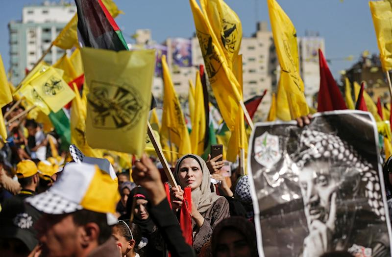 Fatah supporters wave the party flag as they take part in a rally in Gaza City on November 11, 2017 to commemorate the anniversary of the death 13 years ago of veteran leader Yasser Arafat (AFP Photo/MAHMUD HAMS)