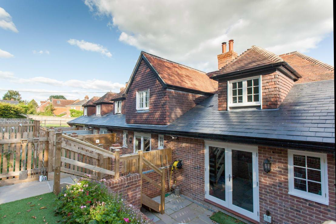 <p>You can't try and tell us that this cottage doesn't look super cute and pretty, can you? Yes, we know that the windows and doors might not be traditionally characterful, but they blend in just beautifully and as a row, all of these homes really do make an impact. The dormers are particularly eye-catching, but wait until you see the rest of the garden!</p>  Credits: homify / Hampshire Design Consultancy Ltd.
