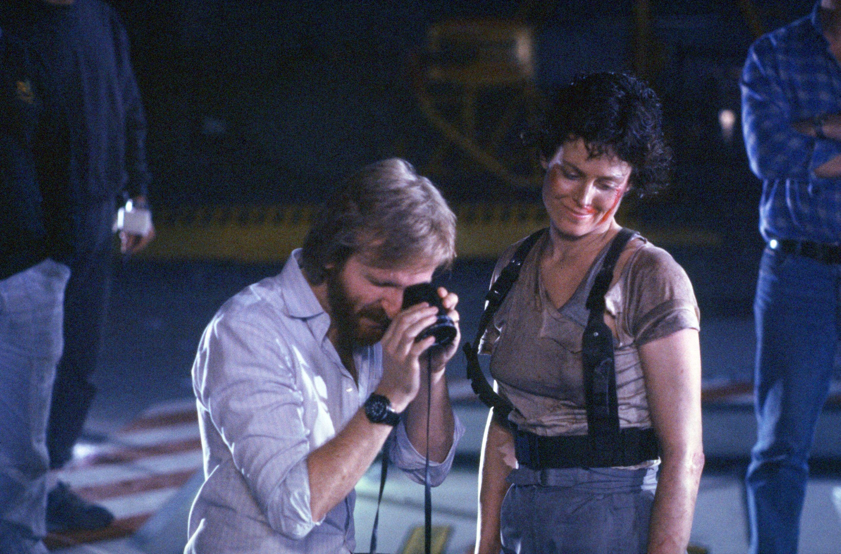 James Cameron and Sigourney Weaver on the set of 'Aliens' (Photo: 20th Century-Fox Film Corp. All Rights Reserved. /Courtesy Everett Collection)