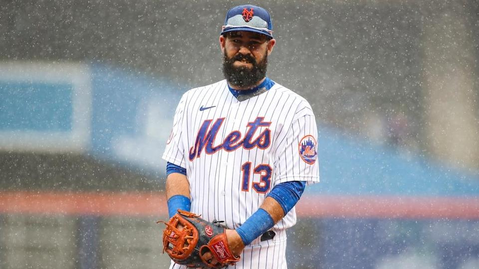 Luis Guillorme in rain during Mets-Marlins game