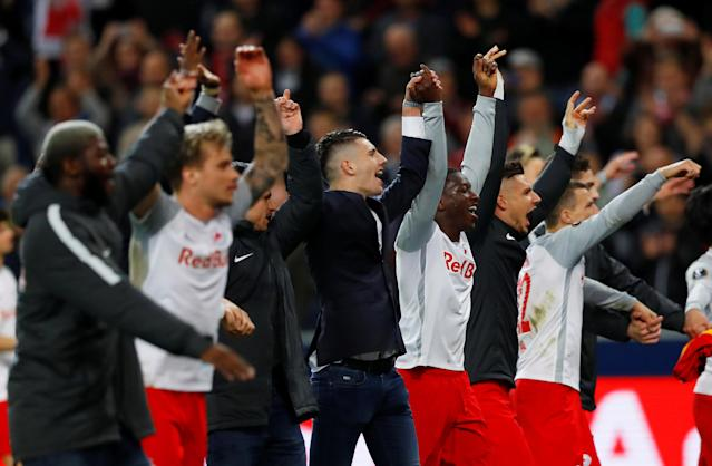 Soccer Football - Europa League Quarter Final Second Leg - RB Salzburg v Lazio - Red Bull Arena, Salzburg, Austria - April 12, 2018 RB Salzburg players salute their fans after the match REUTERS/Leonhard Foeger