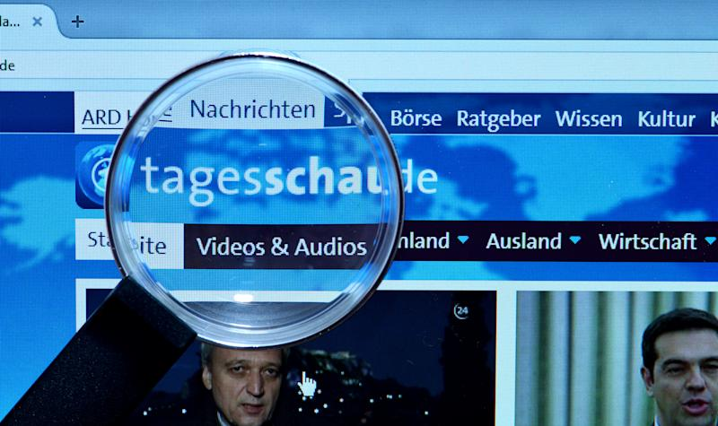 (GERMANY OUT) Bildschirm, Internet, Lupe, tagesschau.de (Photo by Schöning/ullstein bild via Getty Images)