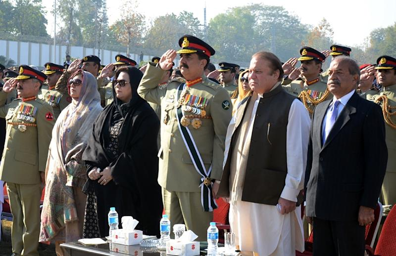 Pakistan's Primer Minister Nawaz Sharif (2R) and army chief Raheel Sharif (C) attend a ceremony at the Army Public School to mark the first anniversary of the school massacre in Peshawar (AFP Photo/)