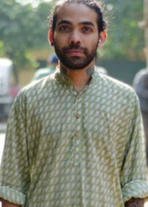 <strong>The Kurta Trend:</strong> <br />The great thing about India is that one can garner style from various corners. This is where the Indian Kurta has made ethnic wear popular. They are available in different shades. The fabric ranges from Cotton to raw silk. These are also available in various prints, motifs, embellishments. Available all across towns in stores like FabIndia, Khadi Gram Udyog or the street shops of Janpath, Delhi. They come in various lengths. The Jeans and Kurta combo have been legendary to the rebel intellectual. Team that with a cotton stole and well, you steal the show.