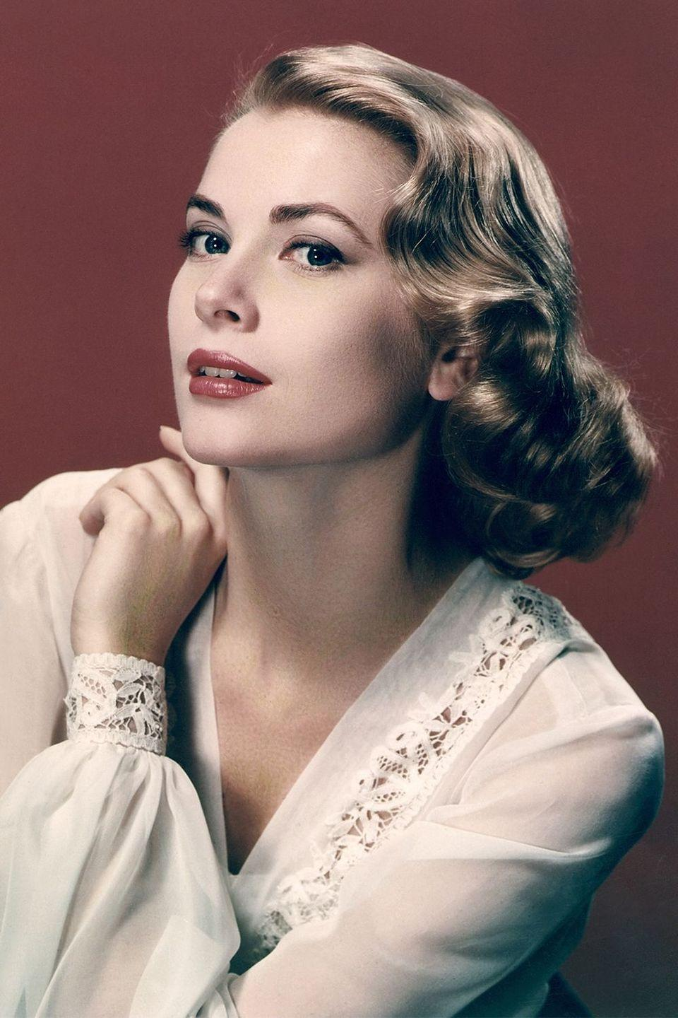 <p>A classic Old Hollywood wave on Grace Kelly</p>