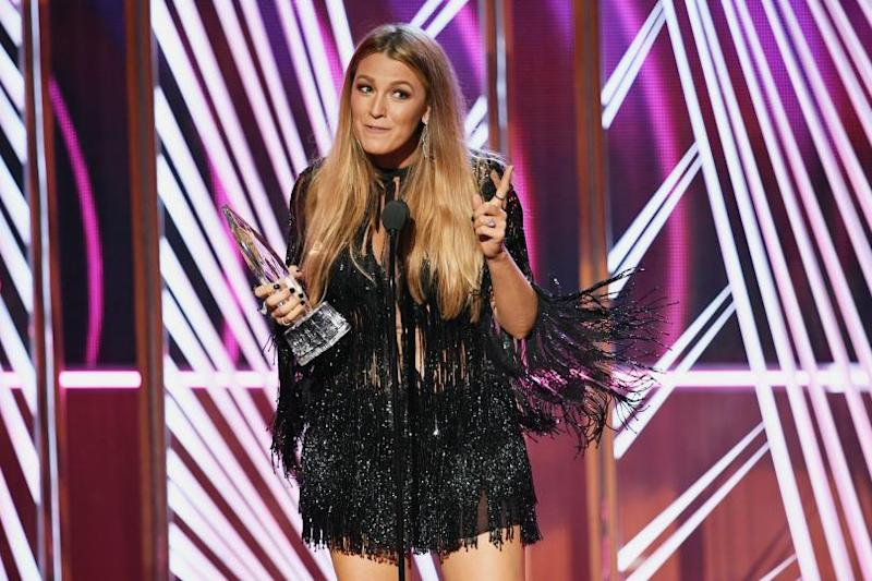 Speeches liven up predictable People's Choice Awards