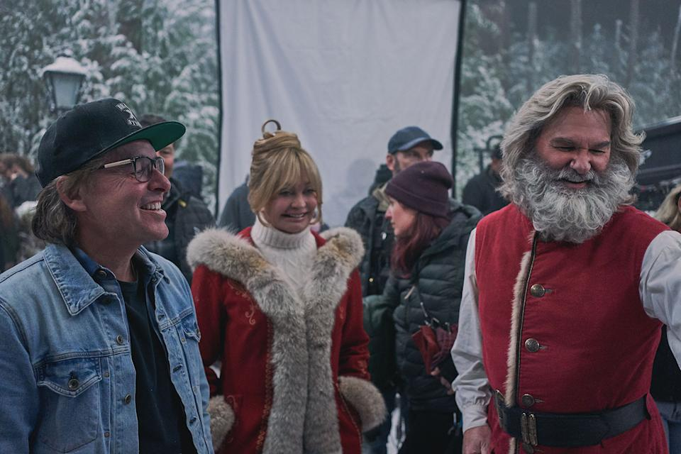Chris Columbus, Goldie Hawn and Kurt Russell on the set of The Christmas Chronicles 2 (Netflix)