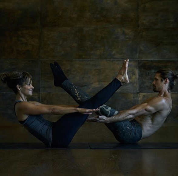 """<p>Halle does a ton of core work, as she says it's crucial. """"A strong core has been key to my workouts,"""" she wrote on <a href=""""https://www.instagram.com/p/BeJY_lFgDwy/"""" rel=""""nofollow noopener"""" target=""""_blank"""" data-ylk=""""slk:Instagram"""" class=""""link rapid-noclick-resp"""">Instagram</a>.</p>"""
