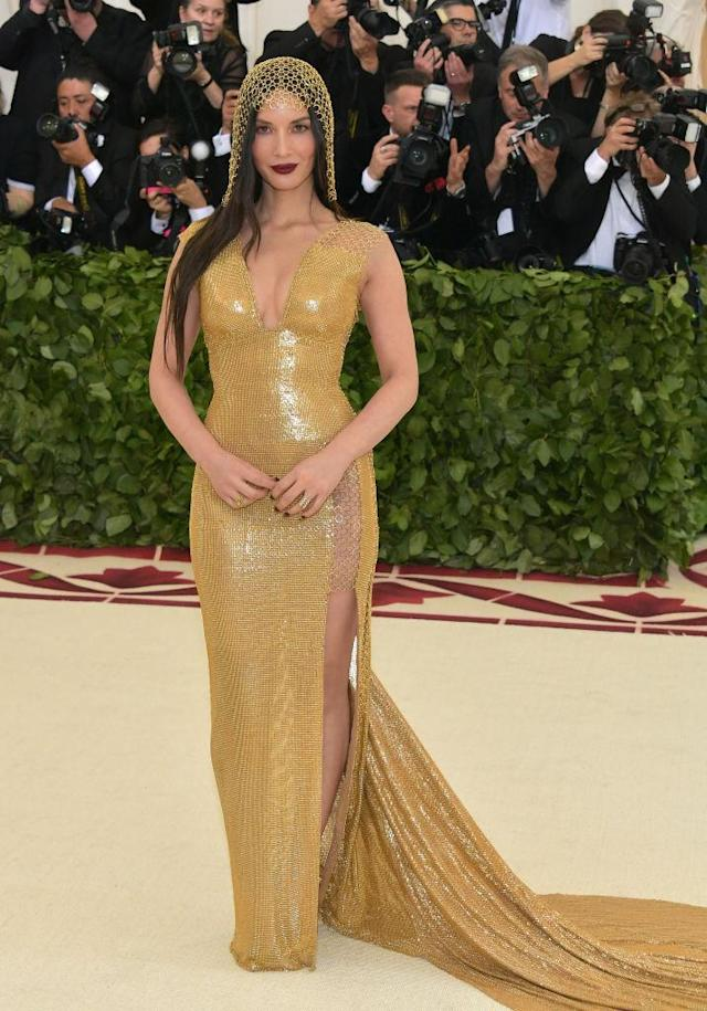 <p>The actress had to be sewn into her chainmail H&M dress. (Photo: Getty Images) </p>