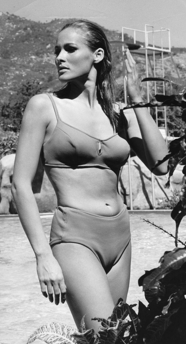 <p>You could never get enough of high-waisted swimwear back in those days.<br></p>