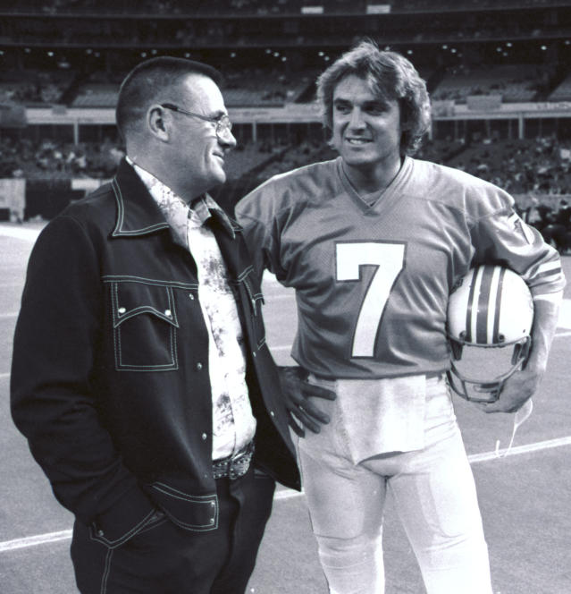 In this November 1975 file photo, Houston Oilers coach Bum Phillips, left, talks with quarterback Dan Pastorini before the Oilers' NFL football game against the Pittsburgh Steelers in Houston. Phillips, the folksy Texas football icon who coached the Oilers during their Luv Ya Blue heyday and also led the New Orleans Saints, died Friday, Oct. 18, 2013. He was 90. (AP Photo)
