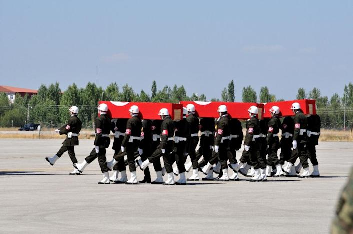 Turkish soldiers carry coffins covered by flags, as part of a funeral cerenomy on September 8, 2015 in Van, for the Turkish soldiers killed in a major attack in Daglica (AFP Photo/Depo Photos)