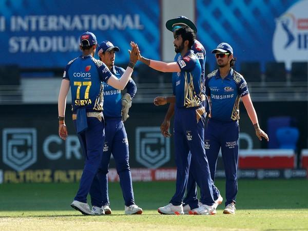 Mumbai Indians in action against Delhi Capitals (Photo/ iplt20.com)