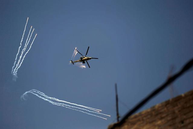 <p>An Iraqi Army helicopter launches decoy flares over western Mosul, Iraq, June 17, 2017. (Photo: Alkis Konstantinidis/Reuters) </p>