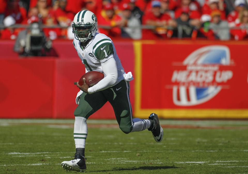 New York Jets quarterback Michael Vick (1) carries the ball in the first half of an NFL football game against the Kansas City Chiefs in Kansas City, Mo., Sunday, Nov. 2, 2014. (AP Photo/Colin E. Braley)