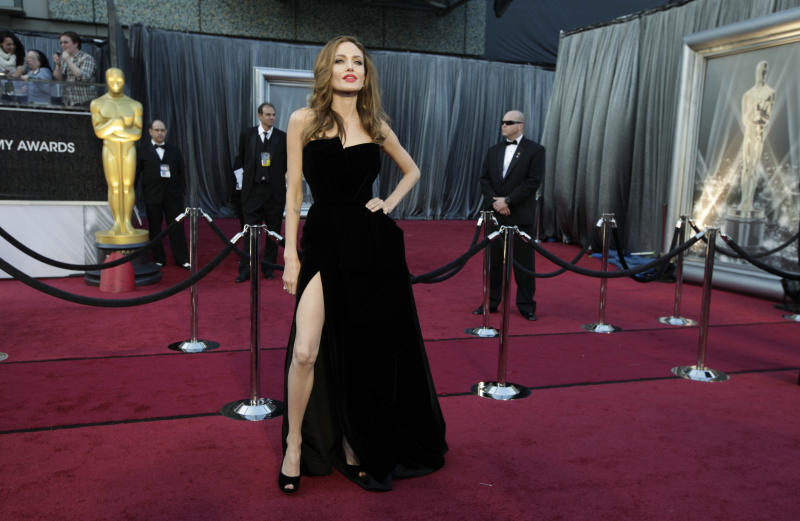 This isFaith Hill's pose now. (Lucy Nicholson / Reuters)