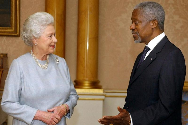 Kofi Annan pictured with the Queen in 2004 (AP)