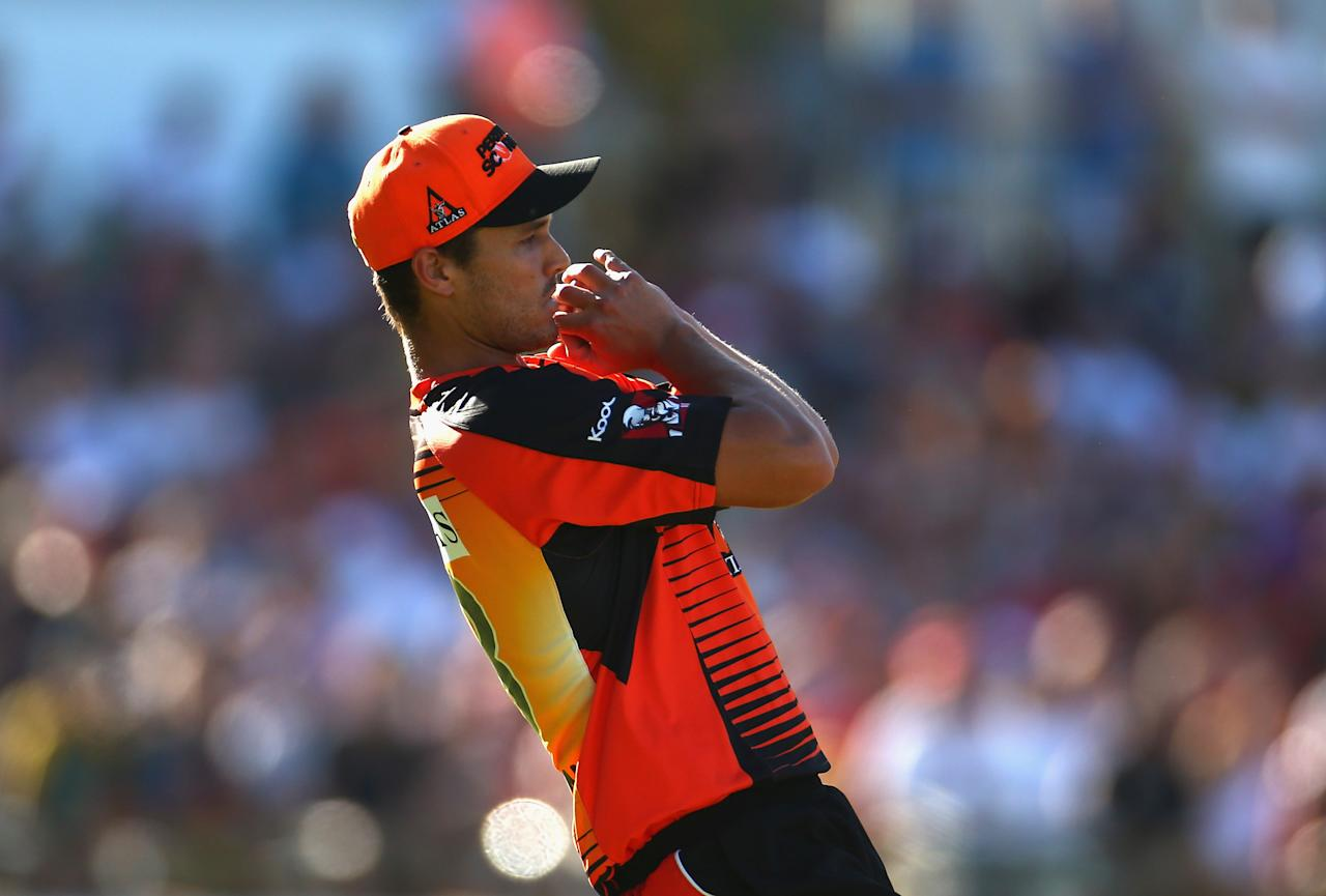 PERTH, AUSTRALIA - JANUARY 19: Nathan Coulter-Nile of the Scorchers takes a catch to dismiss Peter Forrest of the Heat during the Big Bash League final match between the Perth Scorchers and the Brisbane Heat at WACA on January 19, 2013 in Perth, Australia.  (Photo by Robert Cianflone/Getty Images)