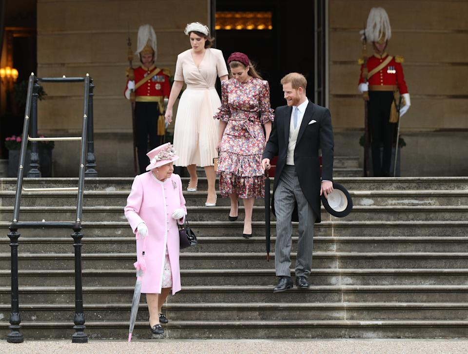 LONDON, ENGLAND - MAY 29: Queen Elizabeth II, Prince Harry, Duke of Sussex, Princess Eugenie and Princess Beatrice attend the Royal Garden Party at Buckingham Palace on May 29, 2019 in London, England. (Photo by Yui Mok - WPA Pool/Getty Images)