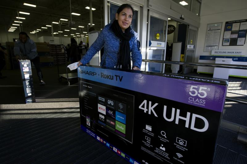 A shopper pushes a large TV out of a Best Buy on Black Friday in Aurora, Colorado on November 23, 2018. - Black Friday, the day after the US holiday of Thanksgiving, marks the beginning of the holiday shopping season with retailers offering significant savings through special one-day sales. (Photo by Jason Connolly / AFP) (Photo credit should read JASON CONNOLLY/AFP via Getty Images)