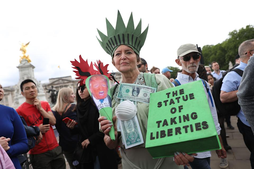 An anti-Trump protester makes her point outside Buckingham Palace. ISABEL INFANTES/AFP/Getty Images)
