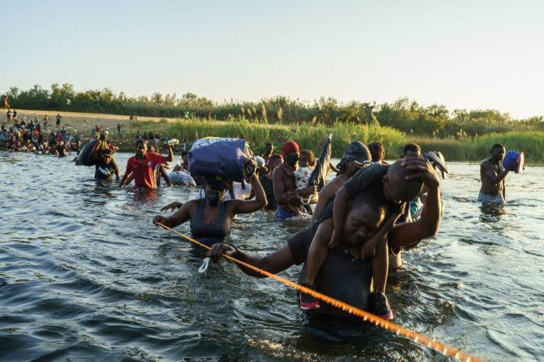Migrants cross the Rio Grande river near the US-Mexico border on September 20, 2021 (AFP/PAUL RATJE)