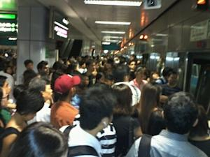Some East-West MRT line commuters have taken more than an hour to get to their destination this morning due to a train delay. (Yahoo! photo/Angela Lim)