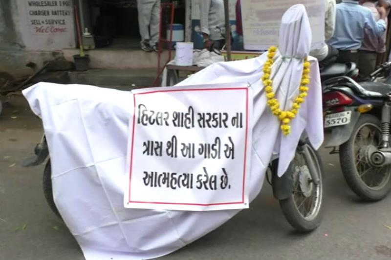 Unique Protest Against 'Hefty Traffic Fine' in Gujarat, Man Says His Bike 'Committed Suicide'