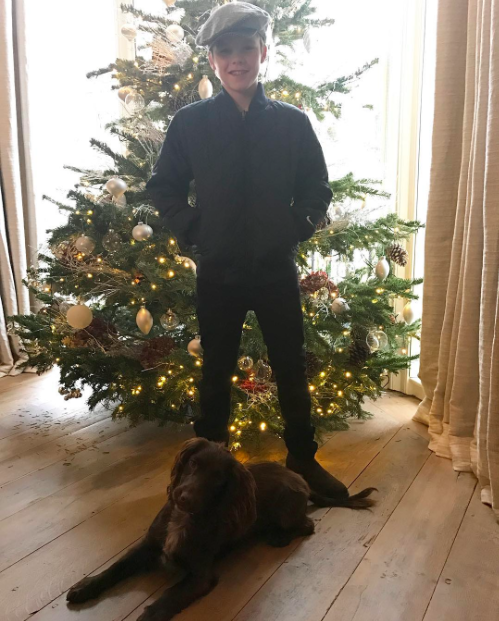 """<p>What's cuter than a pic of Victoria and David Beckham's 11-year-old son, Cruz, posing in front of the family Christmas tree? A pic of Cruz and his dog, Olive, posing in front of the family Christmas tree! (Photo: <a rel=""""nofollow"""" href=""""https://www.instagram.com/p/BOMmvqjjQtZ/"""">Instagram</a>) </p>"""