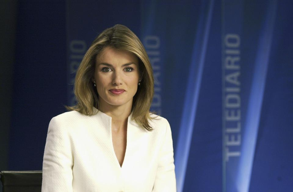 UNDATED:  In this undated handout from Television Espanola, TV presenter Letizia Ortiz Rocasolano poses for a photograph on set. The Spanish Royal House announced November 1, 2003 the engagement of Prince Felipe of Spain to Rocasolano. (Photo by Television Espanola/Getty Images)