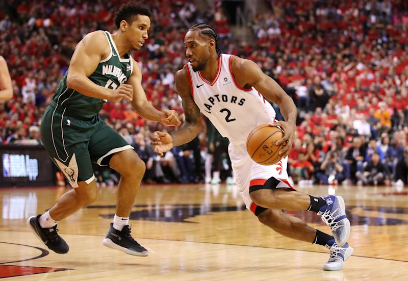 TORONTO, ONTARIO - MAY 19: Kawhi Leonard #2 of the Toronto Raptors drives to the basket against Malcolm Brogdon #13 of the Milwaukee Bucks during the second half in game three of the NBA Eastern Conference Finals at Scotiabank Arena on May 19, 2019 in Toronto, Canada. NOTE TO USER: User expressly acknowledges and agrees that, by downloading and or using this photograph, User is consenting to the terms and conditions of the Getty Images License Agreement. (Photo by Gregory Shamus/Getty Images)